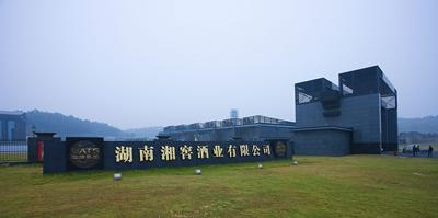 2003年8月由华泽集团(金六福企业)成功收购后更名为湖南湘窖酒业有限